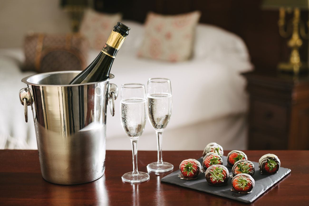 110_Prosecco-and-Strawberries-Gallery
